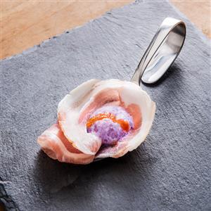 Pancetta pressata con spuma di cavolo cappuccio viola