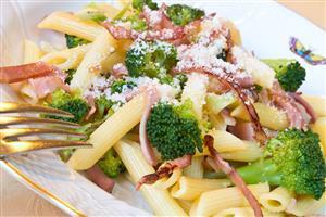 Penne con broccoli e Porchetta arrosto Aurora