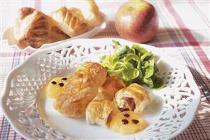 Mini-strudel di pollo e Coppa con salsa alle mele
